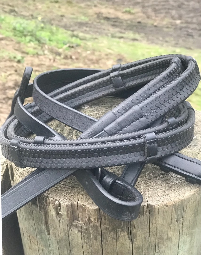 Black Super Rubber grip reins with leather notches